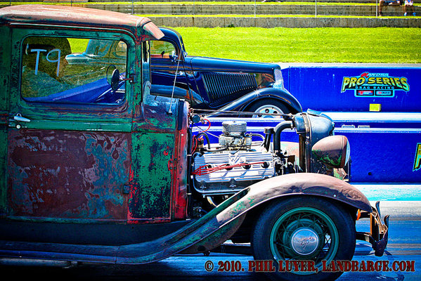 Phil Pavicich lines up the Rabbit Truck alongside Mal Pollard's 32 Ford at the WHRR