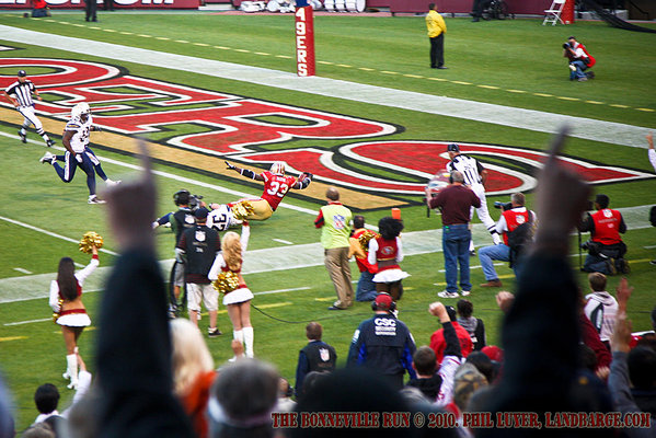 Anthony Dixon scoring the 49ers first touchdown of the game