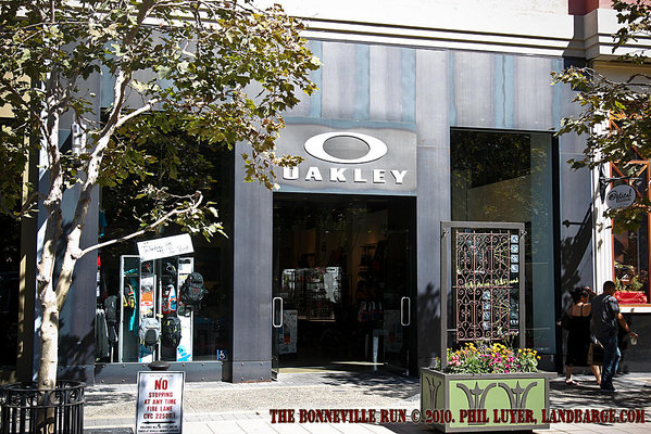 Oakley stores are high on my list of must visit retail locations in the US, along with Converse outlet stores